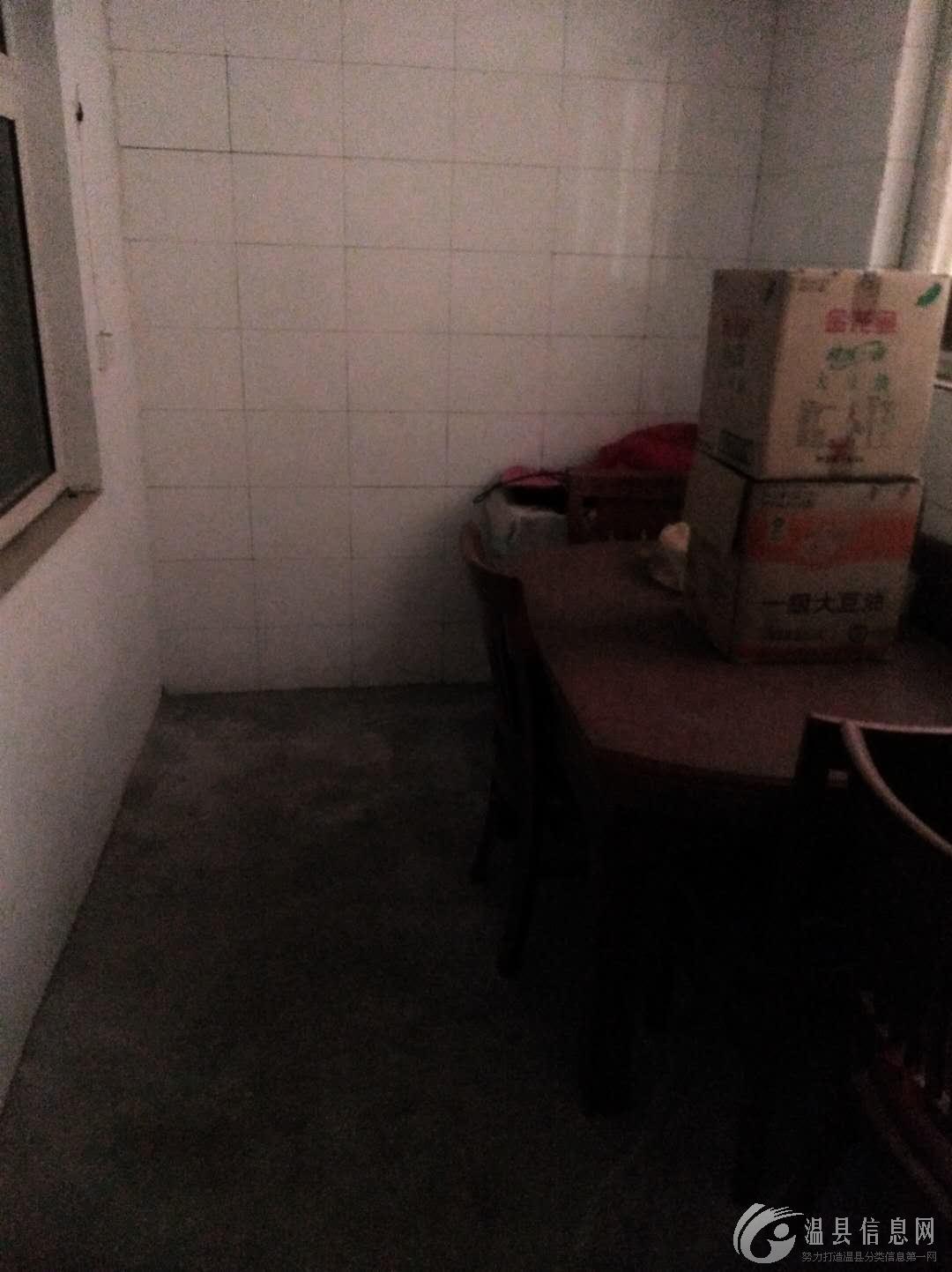 出售,三室一厅,100多平方,二手房外表有点旧(介意的勿扰)