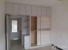 出租:  三室两厅一厨一卫,精装修,厨房、卫生间、热水器、衣
