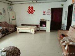 实验小学附近有一学区房,三室两厅一卫,家具齐全,拎包入住,现